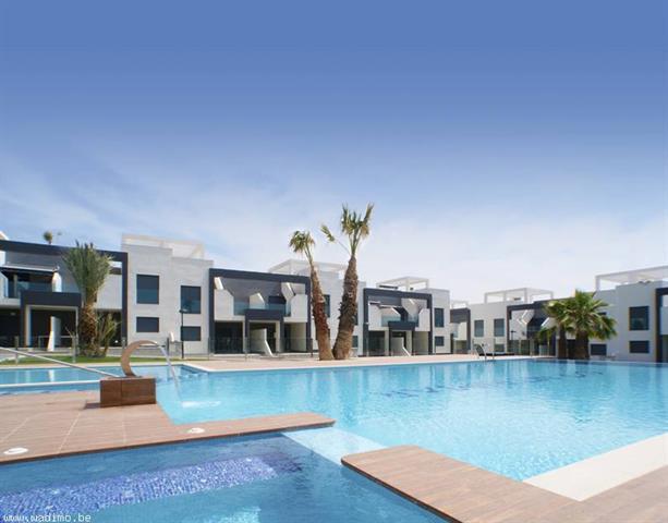 Description:Superbe quartier résidentiel situé à Punta Prima (Orihuela Costa - Costa Blanca), proch